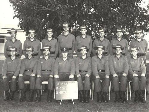 2_RTB_B_Coy_8_PL_4_Sect_1971_F_Row_L_TO_R_6th_Jeff_Coatsworth.jpg